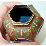 Tres ancien petit pot en cloisonne decor taureau